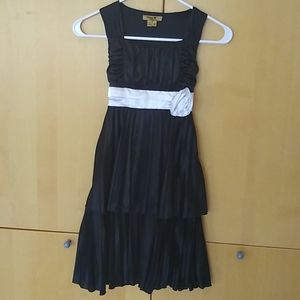 Pleated girls dress with rose